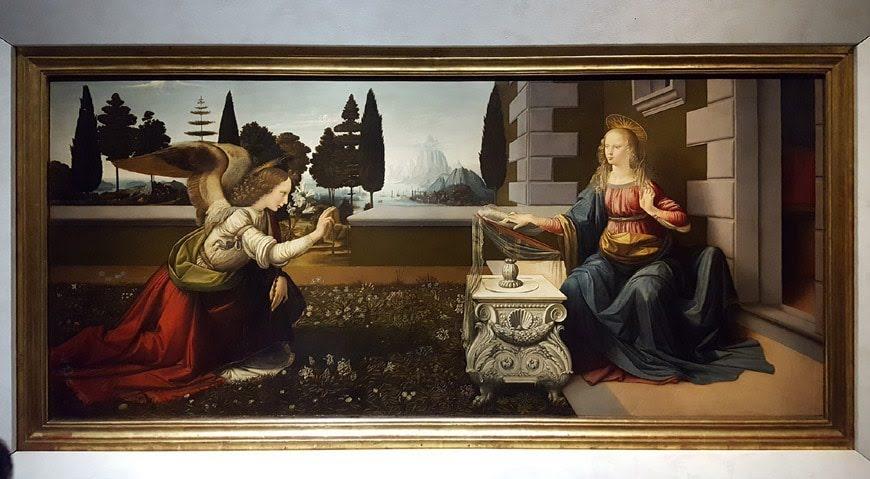 Leonardo-da-Vinci-Gallery-Florence-Galleria-Uffizi-Firenze-interior-03