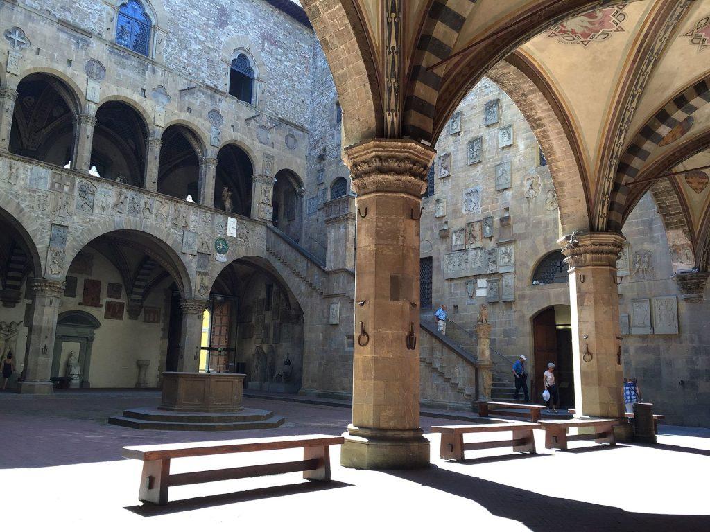 Museo_del_bargello,_cortile