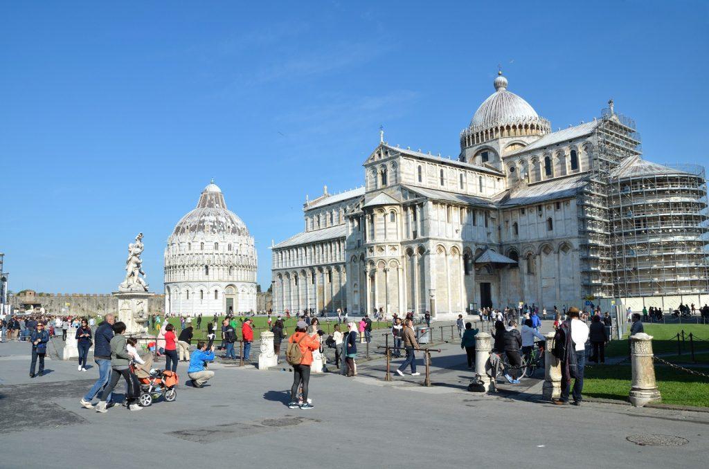 piazza-dei-miracoli-in-pisa-1427018895YBy