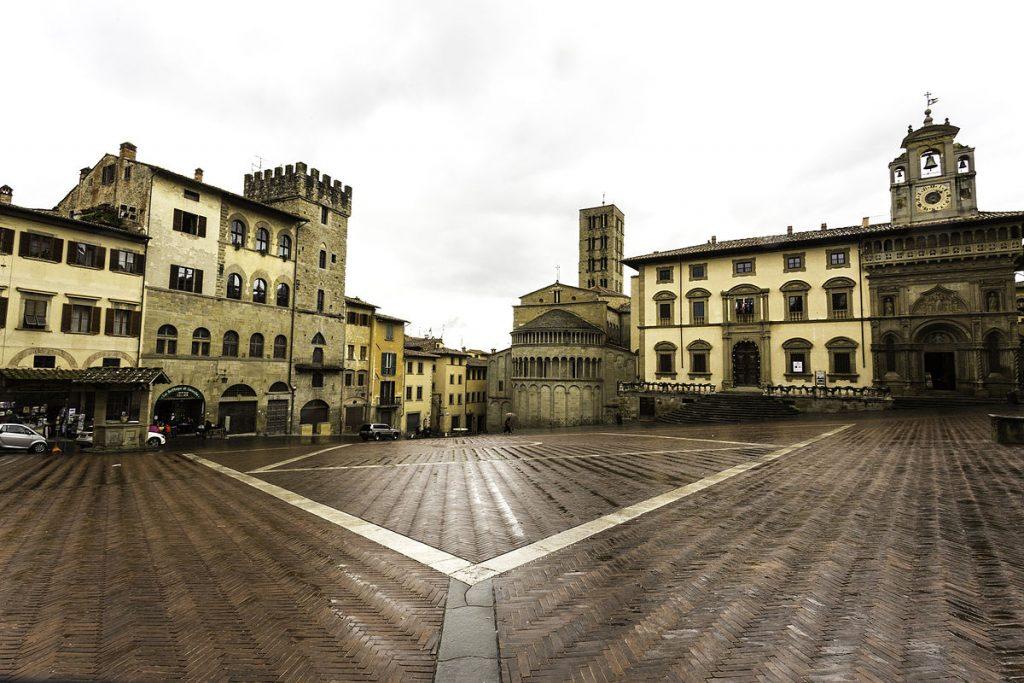 Panoramica_di_Piazza_Grande_Arezzo