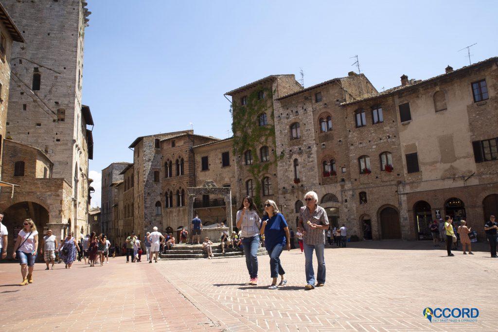 Passeggiata Piazza San Gimignano