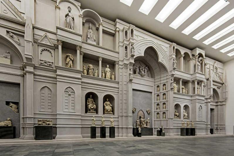 Ricostruzione-di-parte-della-facciata-originaria-di-Santa-Maria-del-Fiore-di-Arnolfo-di-Cambio.-Firenze-Museo-dell'Opera-del-Duomo.