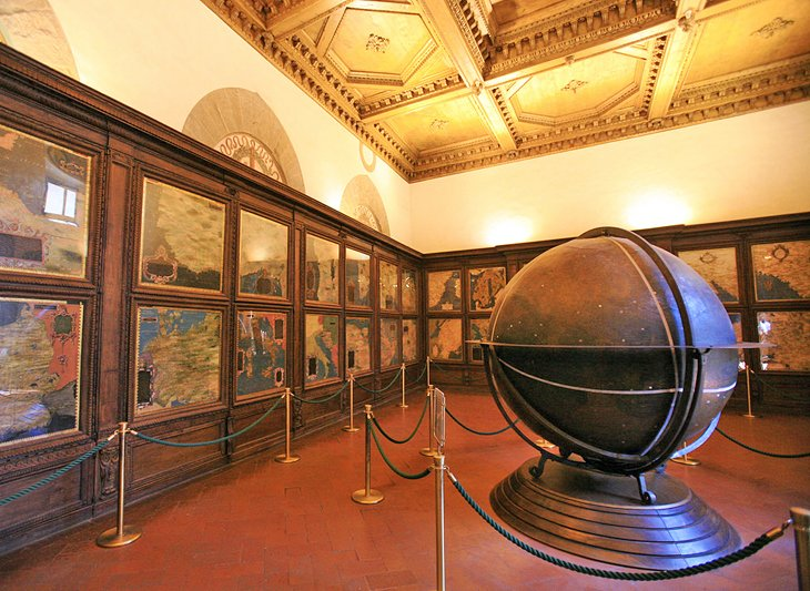 italy-florence-palazzo-vecchio-map-room