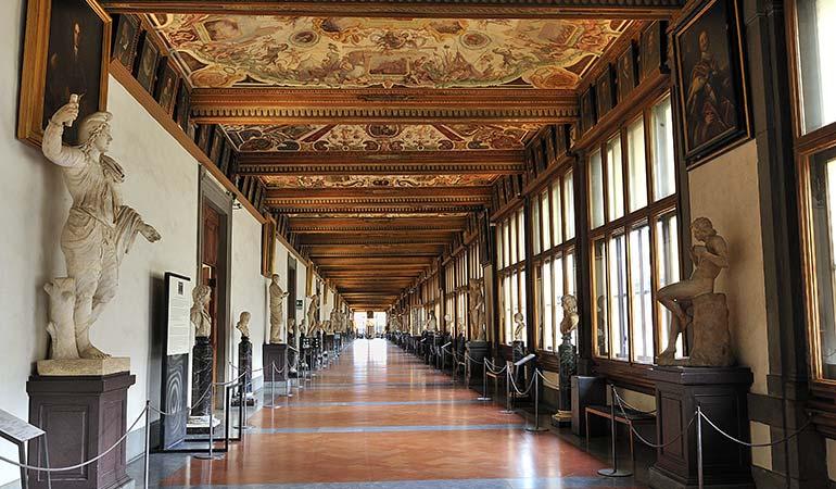 visiting-uffizi-gallery-statues