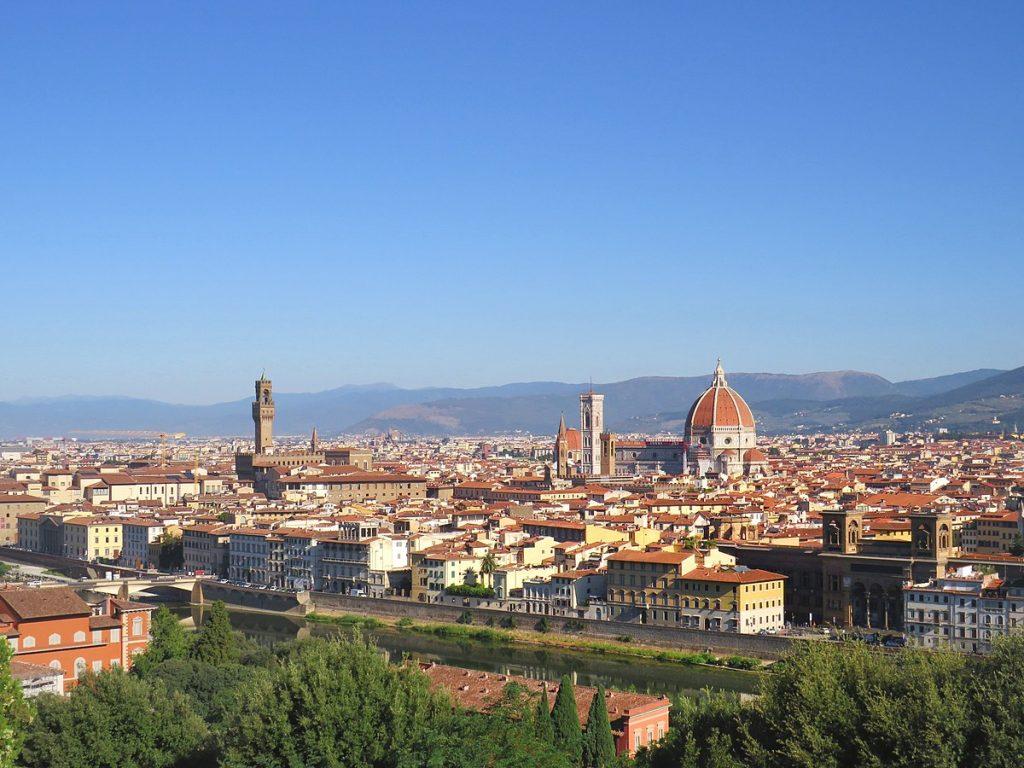 1200px-Panorama_di_Firenze_centro_visto_dal_Piazzale_Michelangelo
