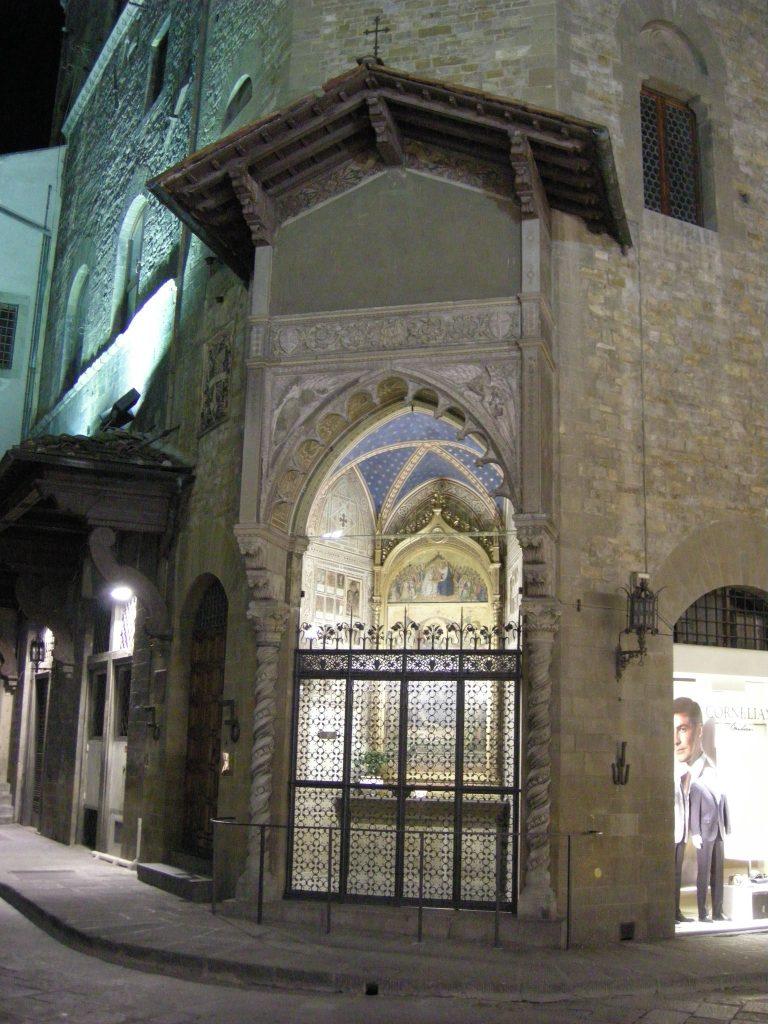 Tabernacolo_di_santa_maria_della_tromba,_veduta_notturna